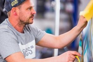 234258 Graffiti K nstler Ren Turrek verwandelt neuen Volvo XC40 in audiovisuelles