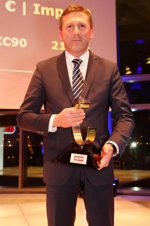 K1600 170048 Thomas Bauch nimmt die Auszeichnung Auto Trophy entgegen