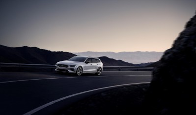 231027 New Volvo V60 R Design