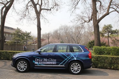 K1600 160793 Volvo XC90 with Drive Me striping at Volvo Cars demonstration of self