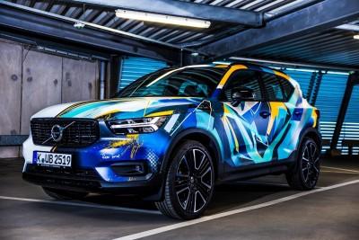 234260 Graffiti K nstler Ren Turrek verwandelt neuen Volvo XC40 in audiovisuelles