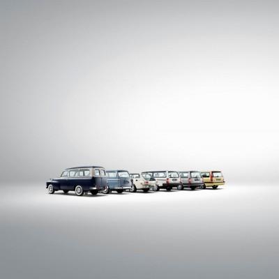 173847 Line up historischer Volvo Kombi Modelle